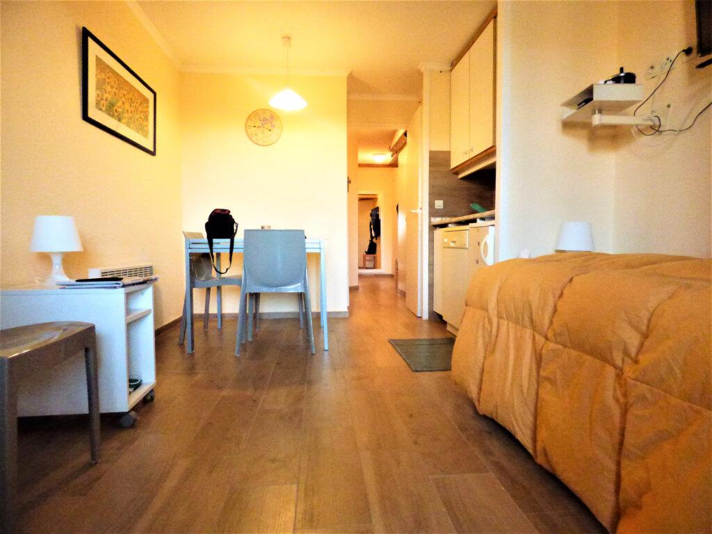 Appartement à vendre 2 28m2 à Saint-Raphaël vignette-3