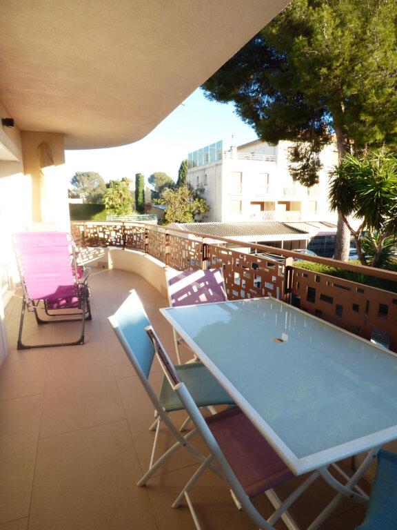 Appartement à vendre 2 53.6m2 à Saint-Raphaël vignette-1