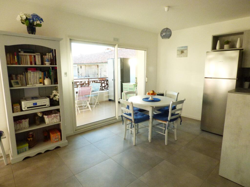Appartement à vendre 2 53.6m2 à Saint-Raphaël vignette-2