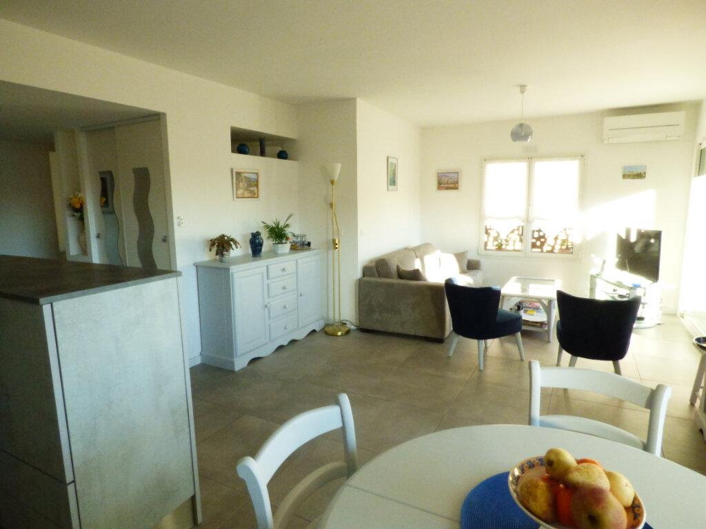 Appartement à vendre 2 53.6m2 à Saint-Raphaël vignette-3