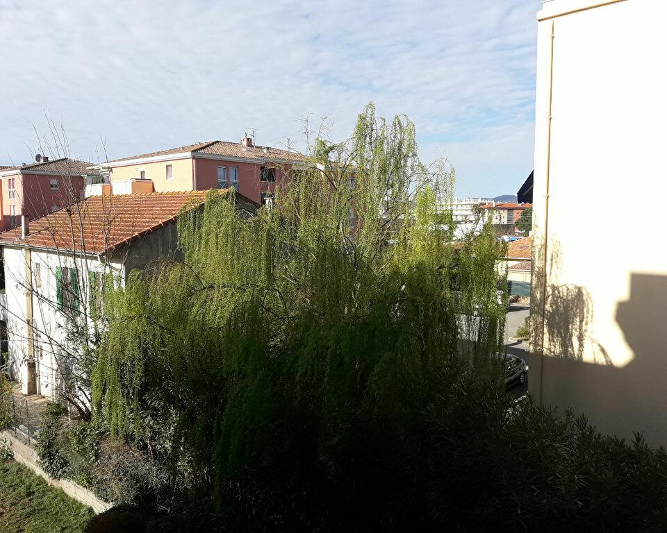 Appartement à vendre 1 28m2 à Saint-Raphaël vignette-2