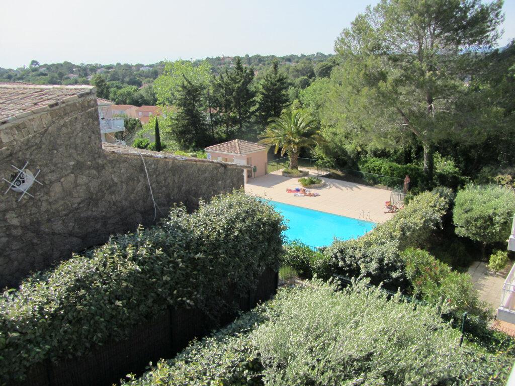 Appartement à vendre 3 67.5m2 à Saint-Raphaël vignette-1
