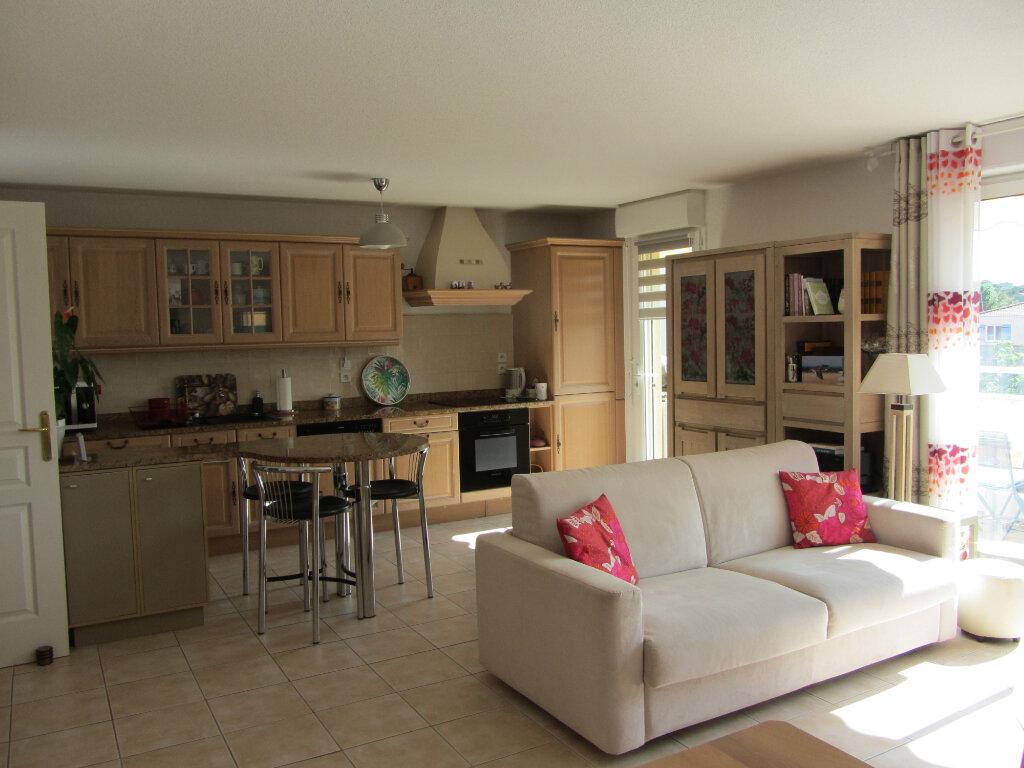 Appartement à vendre 3 67.5m2 à Saint-Raphaël vignette-3