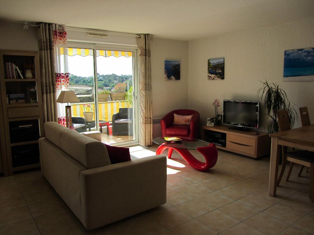 Appartement à vendre 3 67.5m2 à Saint-Raphaël vignette-4