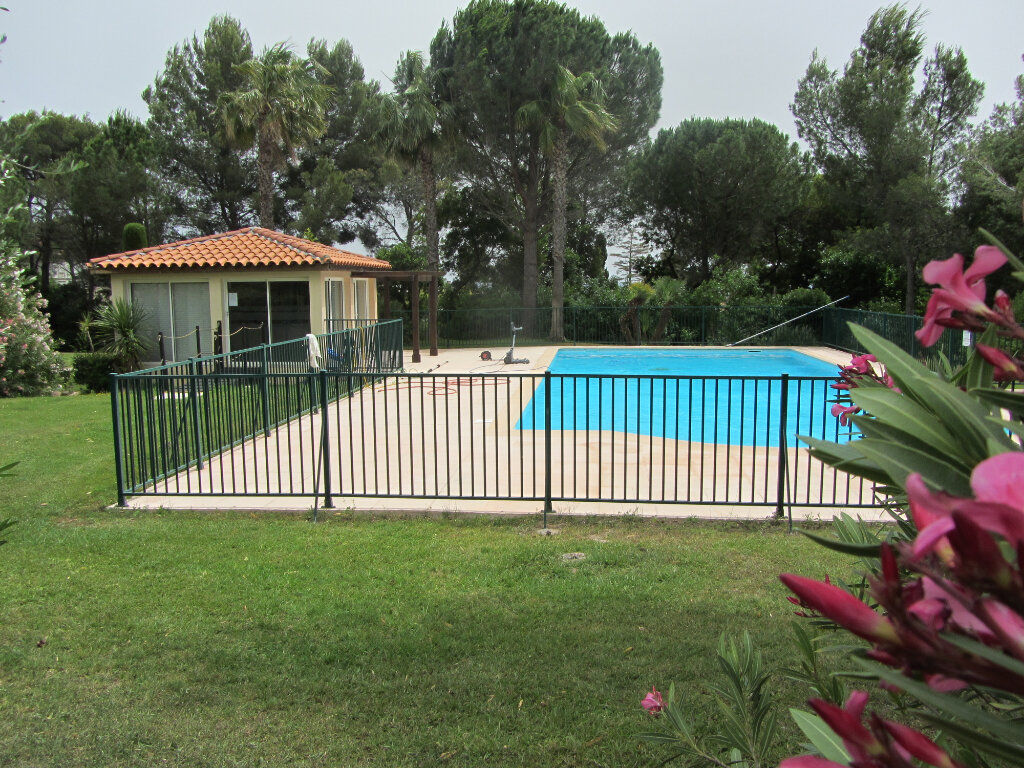 Appartement à vendre 3 53m2 à Saint-Raphaël vignette-1