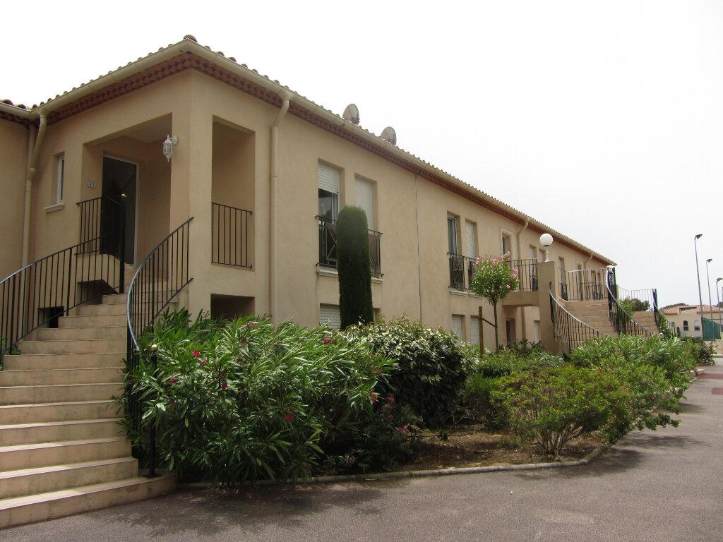 Appartement à vendre 3 53m2 à Saint-Raphaël vignette-3