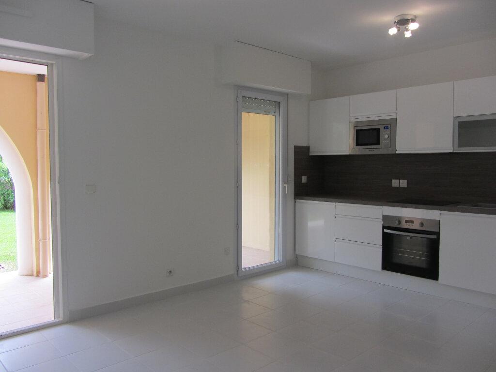 Appartement à vendre 3 53m2 à Saint-Raphaël vignette-5