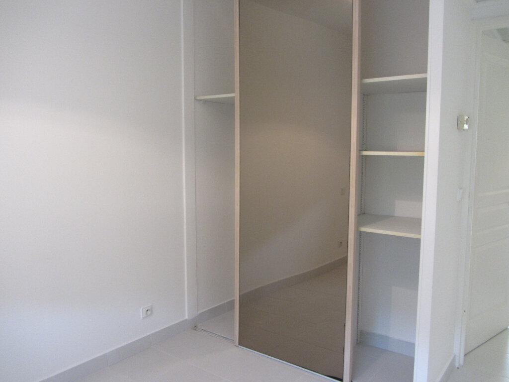 Appartement à vendre 3 53m2 à Saint-Raphaël vignette-10