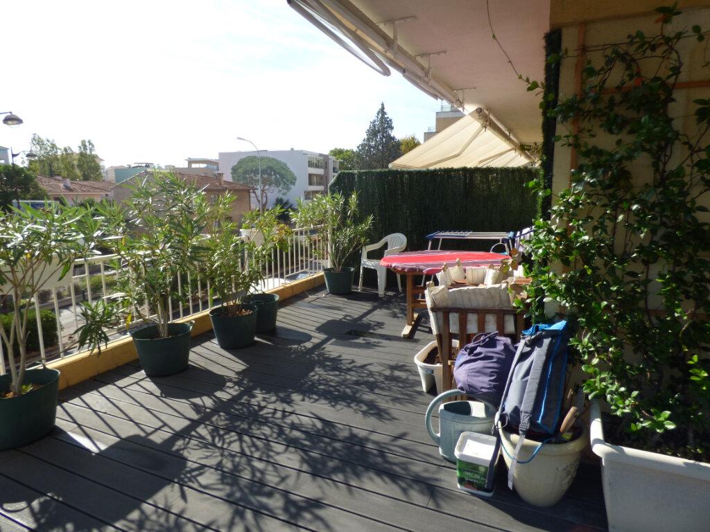 Appartement à vendre 3 74m2 à Fréjus vignette-6