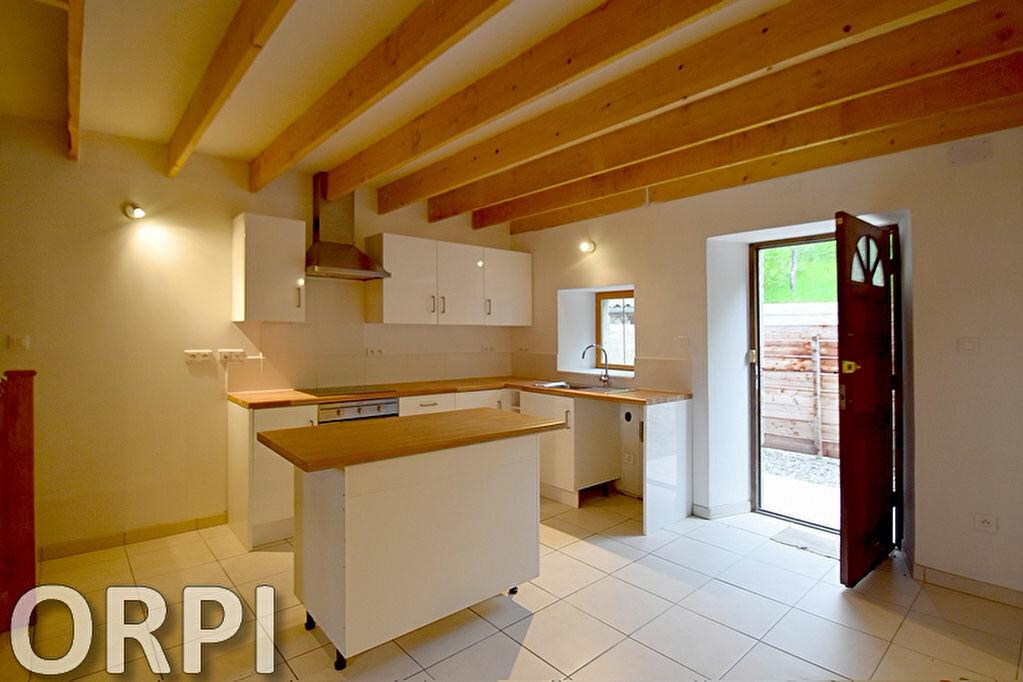 Maison à louer 5 75m2 à Saint-Hilaire-de-Lusignan vignette-4