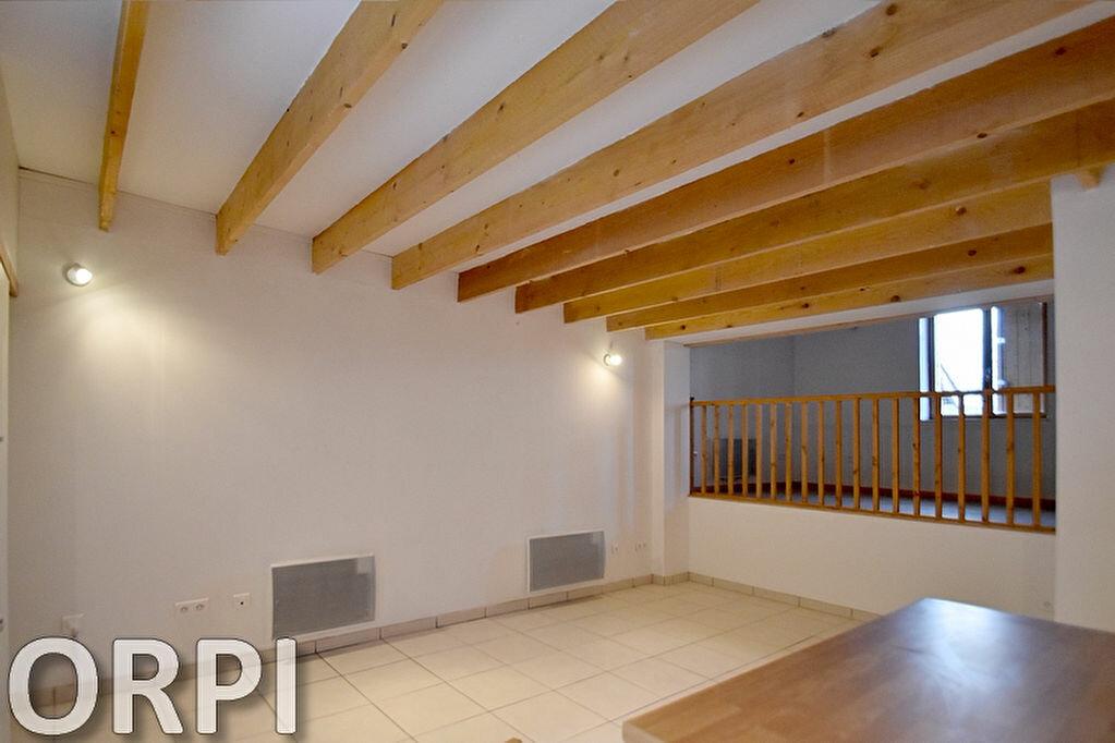 Maison à louer 5 75m2 à Saint-Hilaire-de-Lusignan vignette-6
