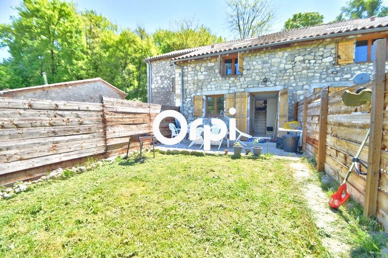 Maison à louer 4 119m2 à Saint-Hilaire-de-Lusignan vignette-1