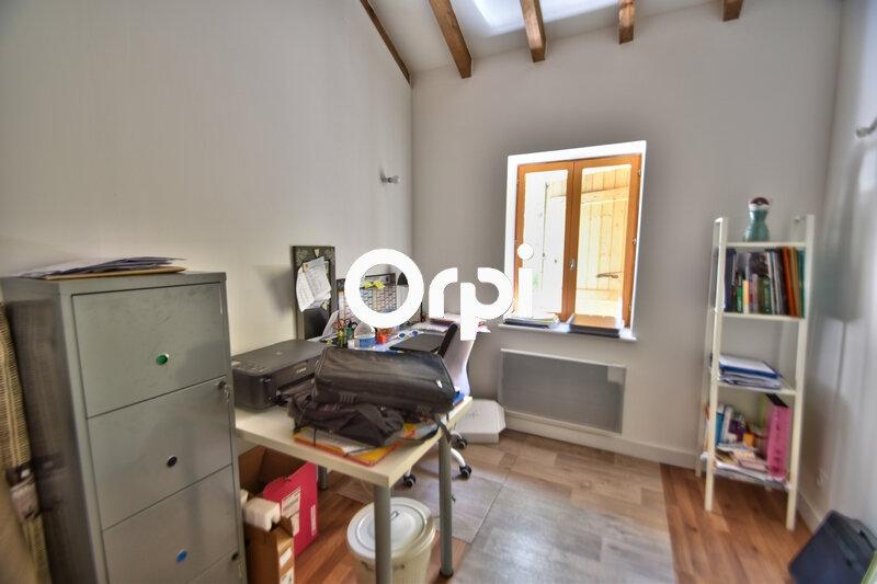 Maison à louer 4 119m2 à Saint-Hilaire-de-Lusignan vignette-7