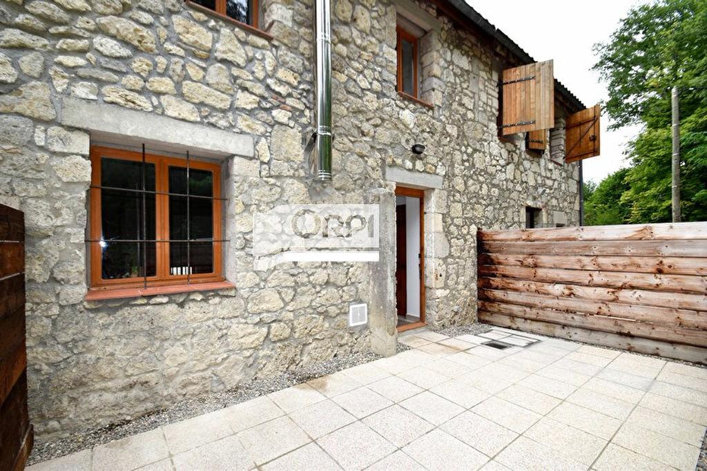 Maison à louer 4 119m2 à Saint-Hilaire-de-Lusignan vignette-8