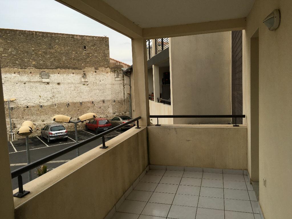 Appartement à louer 2 47m2 à Pézenas vignette-1