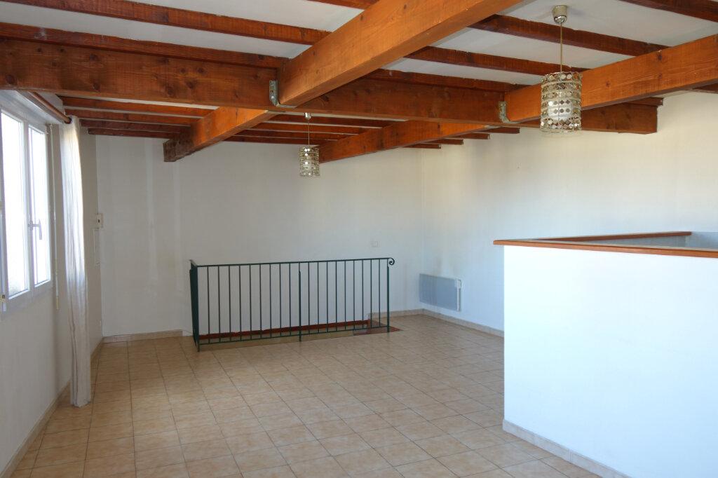 Appartement à louer 2 60m2 à Pézenas vignette-1