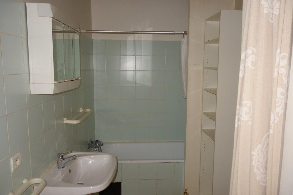 Appartement à louer 2 60m2 à Pézenas vignette-5