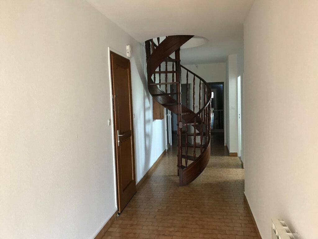 Appartement à louer 5 121.89m2 à Pézenas vignette-5