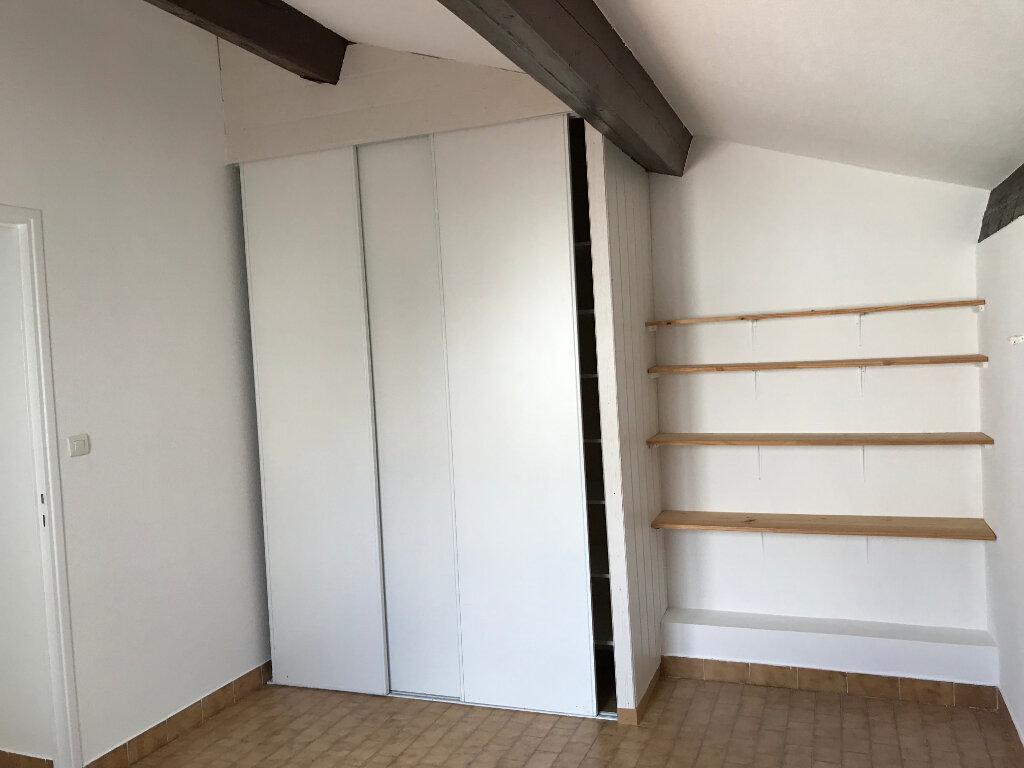 Appartement à louer 5 121.89m2 à Pézenas vignette-11