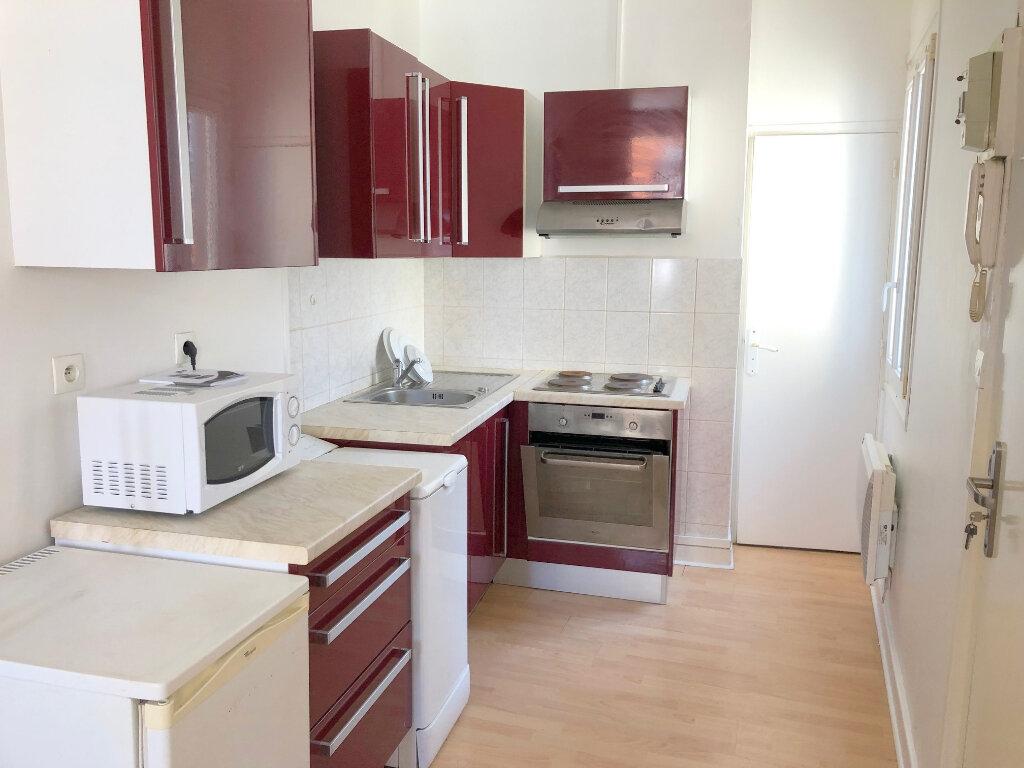 Appartement à louer 1 25m2 à Boulogne-sur-Mer vignette-2