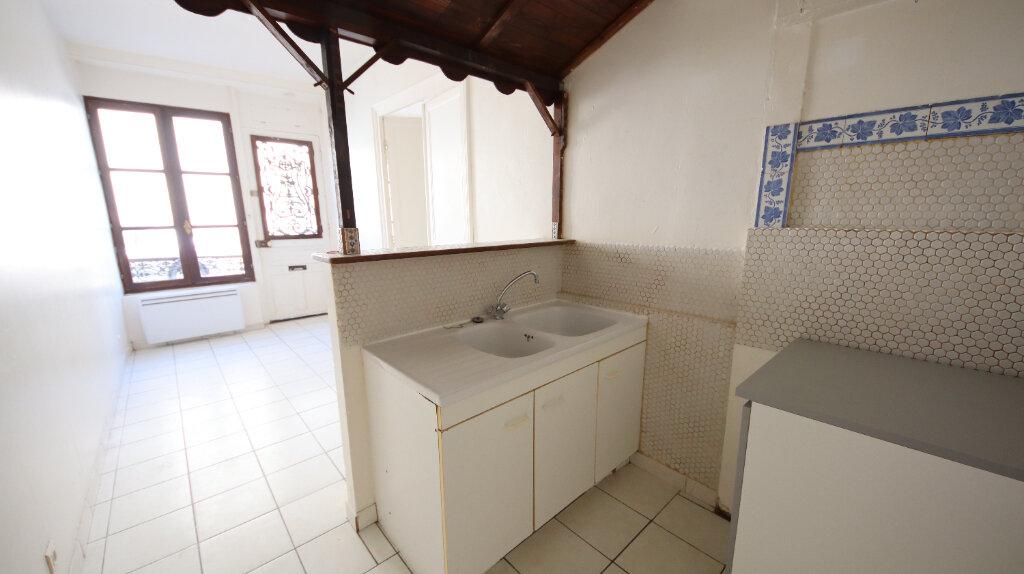 Appartement à louer 2 30.4m2 à Château-Thierry vignette-1