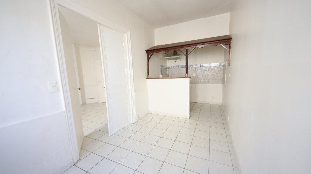 Appartement à louer 2 30.4m2 à Château-Thierry vignette-3