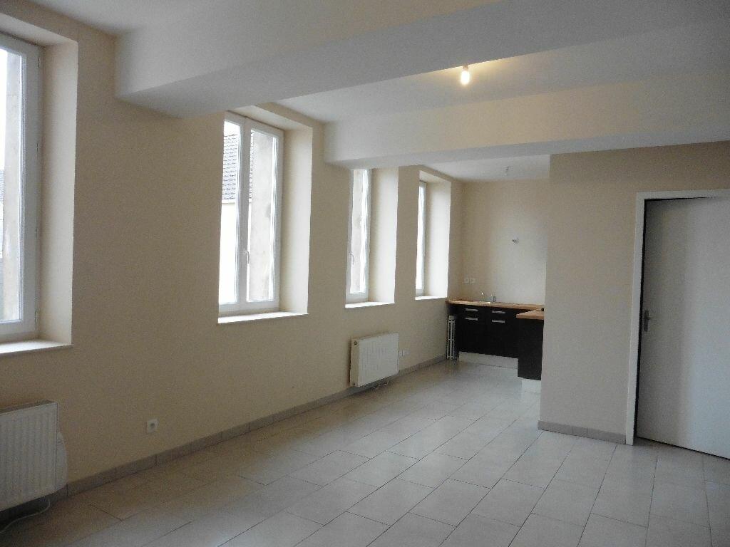 Appartement à louer 1 30m2 à Château-Thierry vignette-1