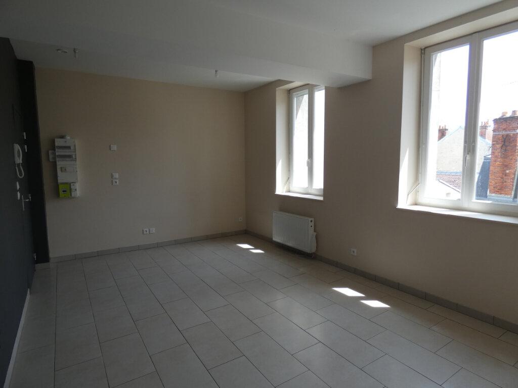 Appartement à louer 1 30m2 à Château-Thierry vignette-4