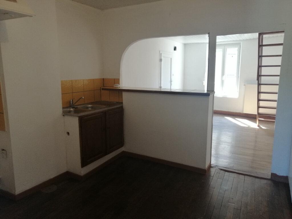 Appartement à louer 4 70.61m2 à Essômes-sur-Marne vignette-2
