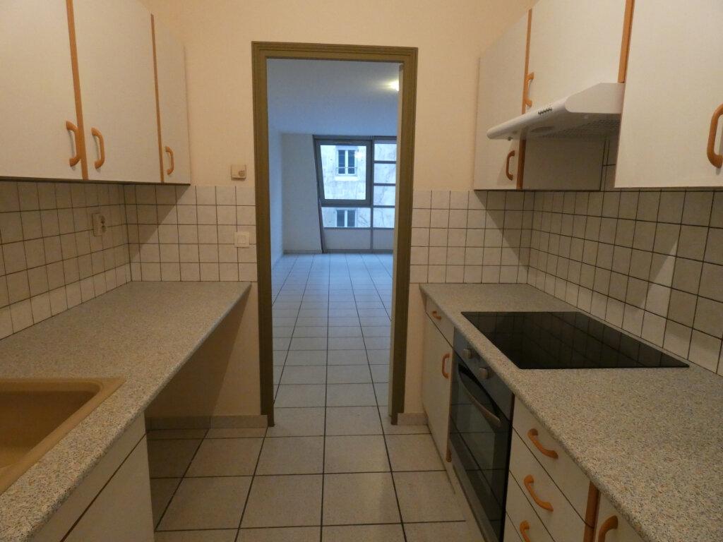 Appartement à louer 2 60m2 à Château-Thierry vignette-2