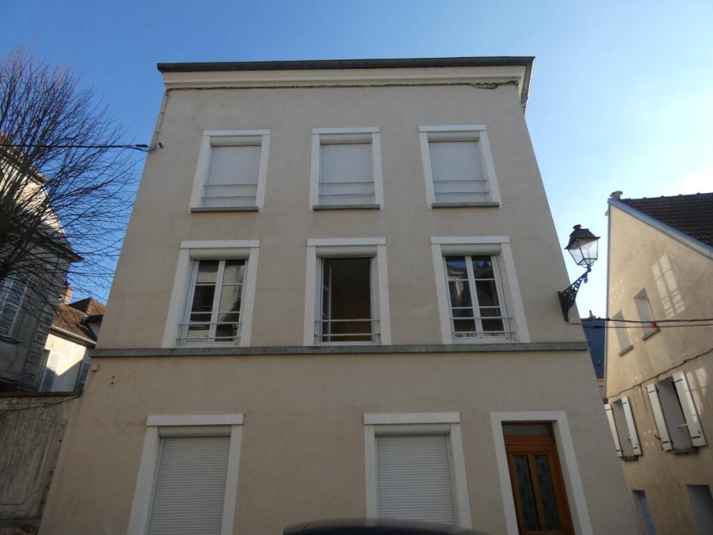 Appartement à louer 3 53m2 à Château-Thierry vignette-1