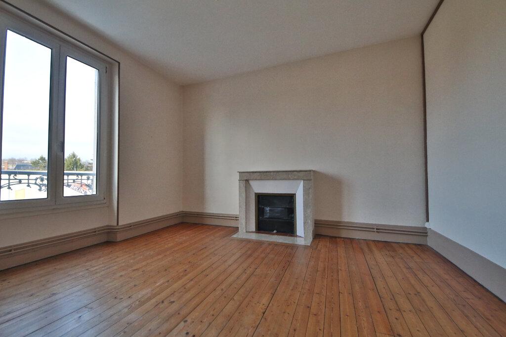 Appartement à louer 3 61m2 à Château-Thierry vignette-1