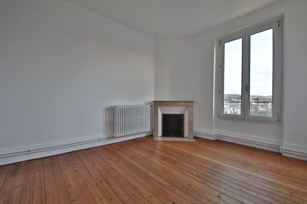 Appartement à louer 3 61m2 à Château-Thierry vignette-3