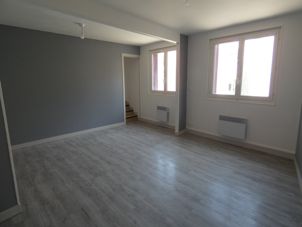 Appartement à louer 1 20m2 à Château-Thierry vignette-1