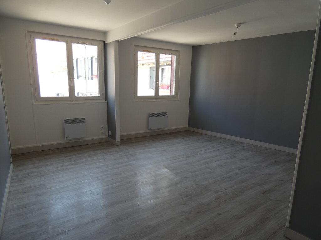 Appartement à louer 1 20m2 à Château-Thierry vignette-2
