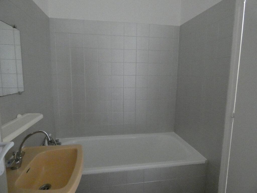 Appartement à louer 1 20m2 à Château-Thierry vignette-4
