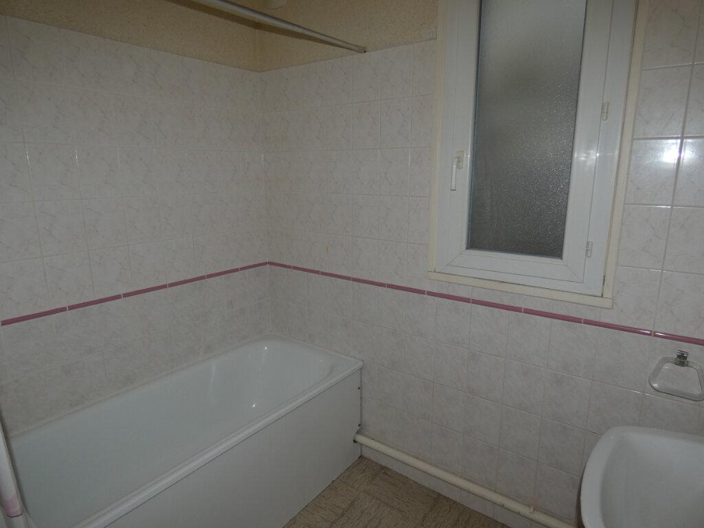 Appartement à louer 2 27.42m2 à Château-Thierry vignette-2