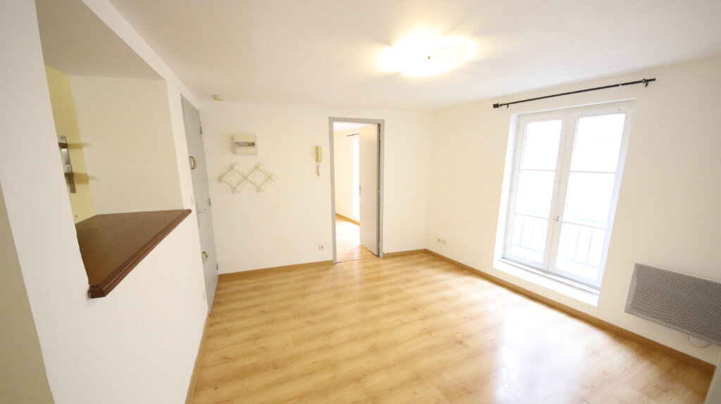 Appartement à louer 2 48.27m2 à Château-Thierry vignette-1
