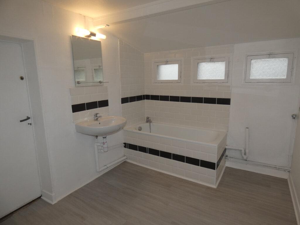 Appartement à louer 4 108m2 à Château-Thierry vignette-2