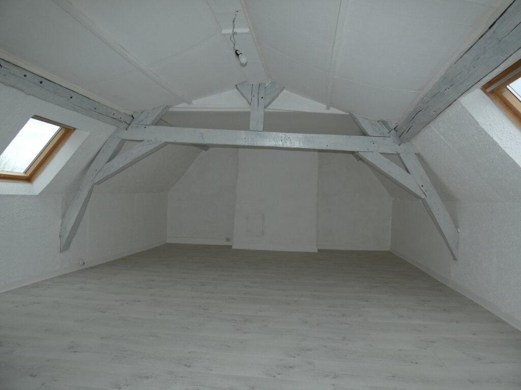 Appartement à louer 4 108m2 à Château-Thierry vignette-4
