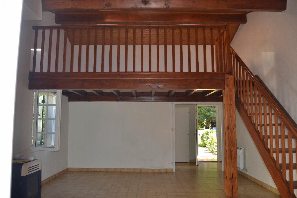 Maison à louer 5 103m2 à La Rochelle vignette-3