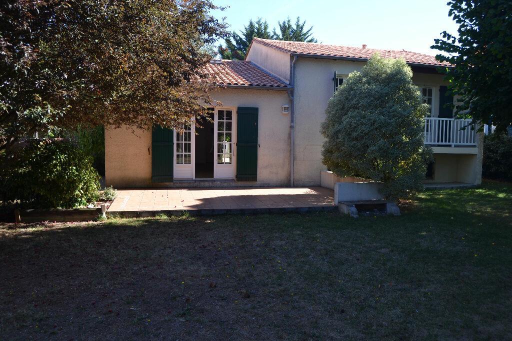 Maison à louer 5 103m2 à La Rochelle vignette-5