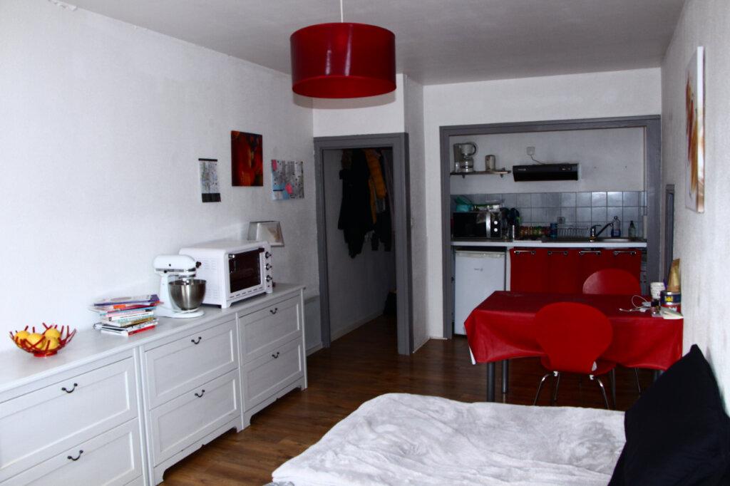Appartement à louer 1 25m2 à La Rochelle vignette-3