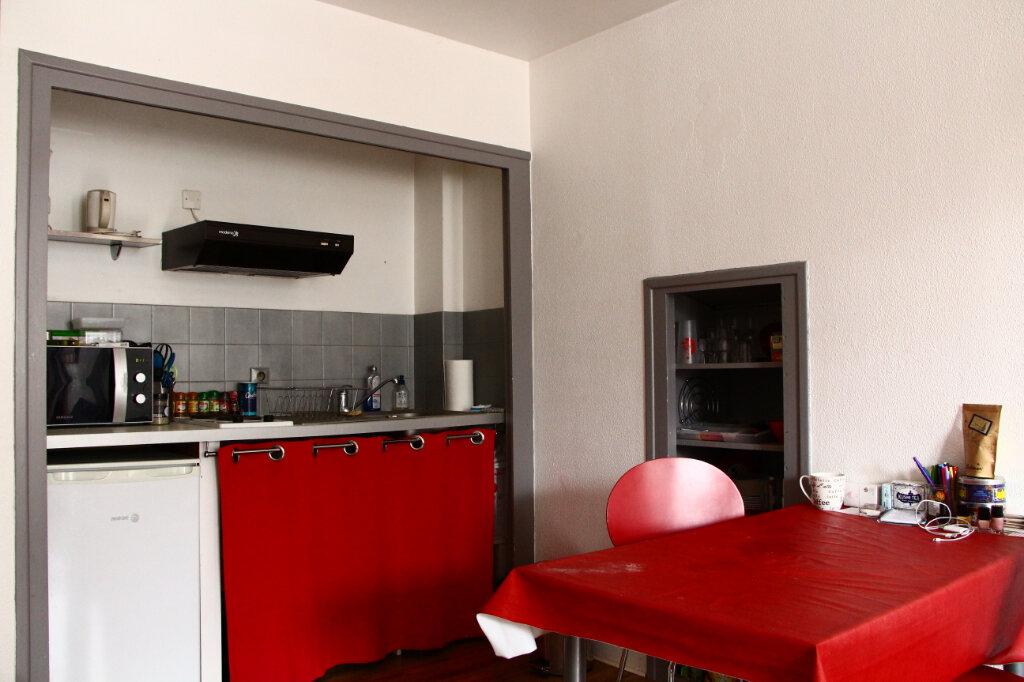 Appartement à louer 1 25m2 à La Rochelle vignette-4