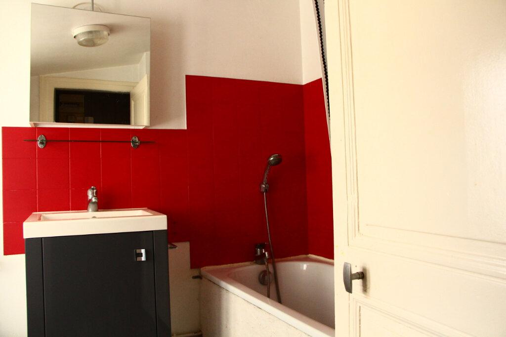 Appartement à louer 1 25m2 à La Rochelle vignette-5