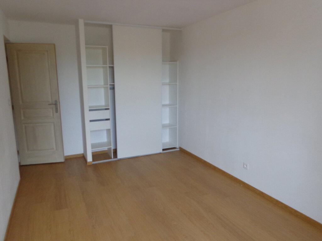 Appartement à louer 3 64.4m2 à Caussade vignette-3