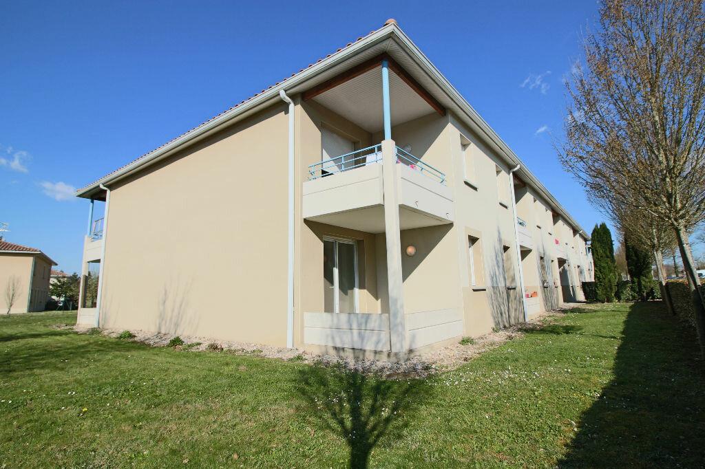 Appartement à vendre 2 47m2 à Caussade vignette-1