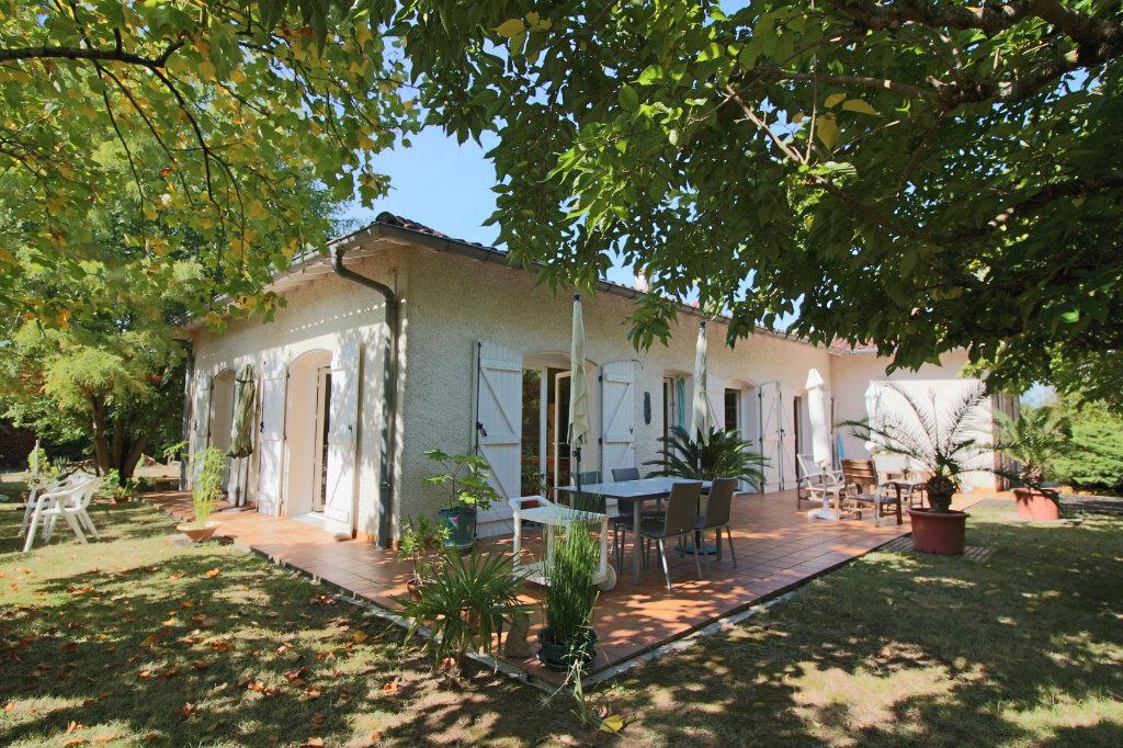 Maison à vendre 4 105m2 à Saint-Étienne-de-Tulmont vignette-1