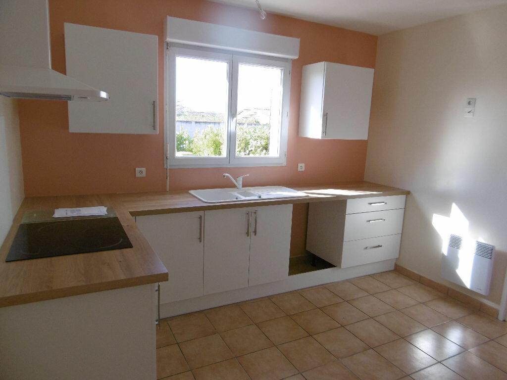 Maison à louer 4 86m2 à Saint-Étienne-de-Tulmont vignette-3