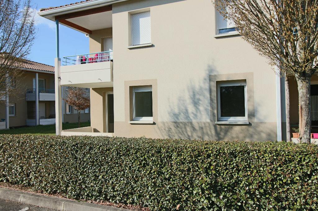 Appartement à louer 2 47m2 à Caussade vignette-2